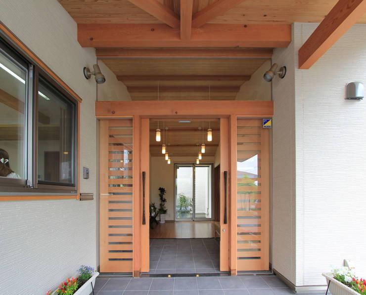 リハビリデイ木の葉: 岡本建築設計室が手掛けた窓です。