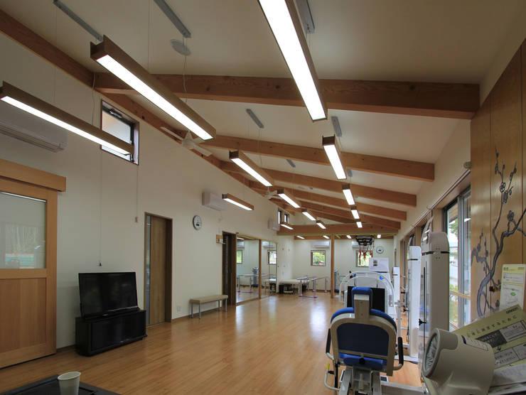 リハビリデイ木の葉: 岡本建築設計室が手掛けたホームジムです。