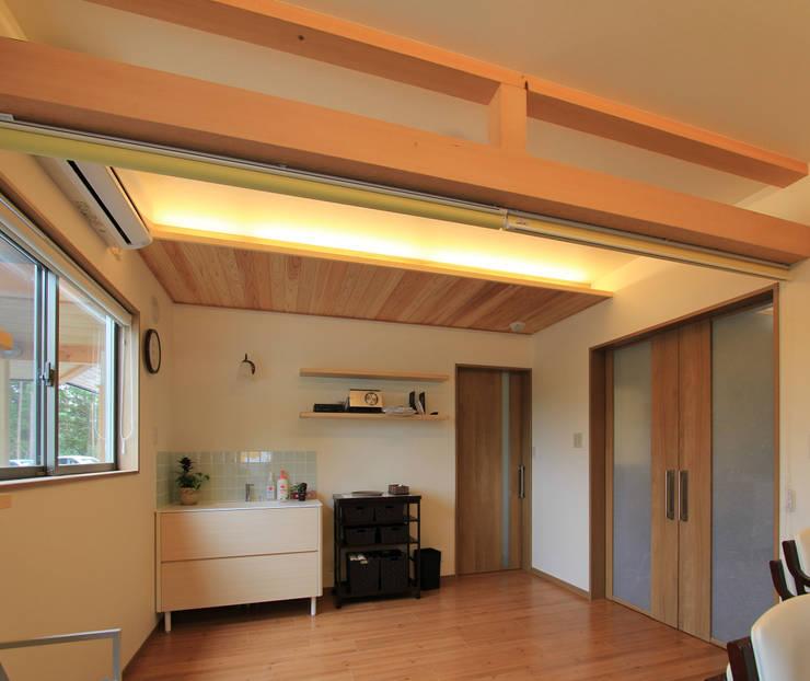 リハビリデイ木の葉: 岡本建築設計室が手掛けた和室です。
