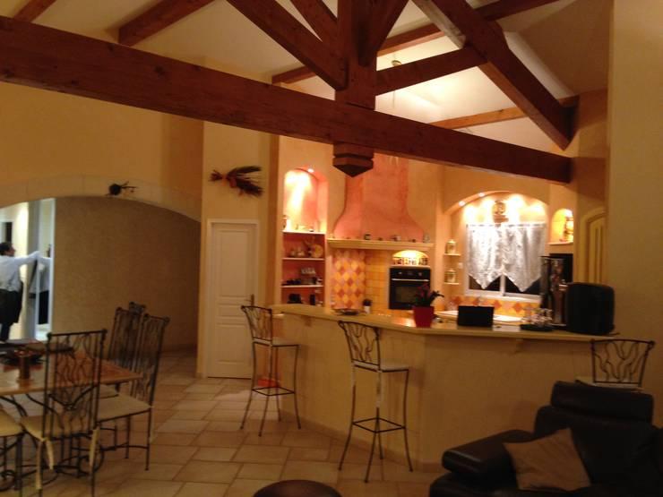 photo avant : Cuisine de style  par COLOMBE MARCIANO