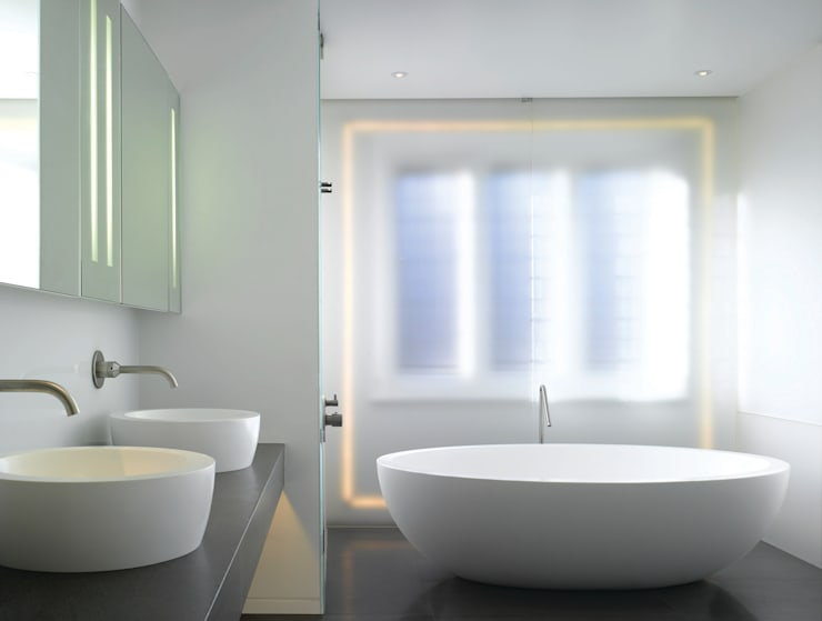 Klippan House:  Bathroom by Belsize Architects