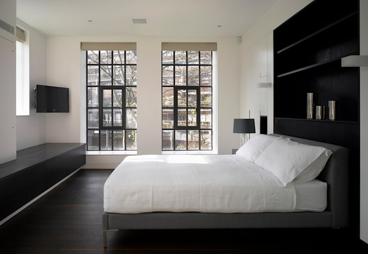 Brassworks:  Bedroom by Belsize Architects