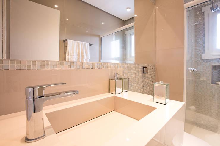 Lavabo , banheiro social: Banheiros  por Camila Chalon Arquitetura