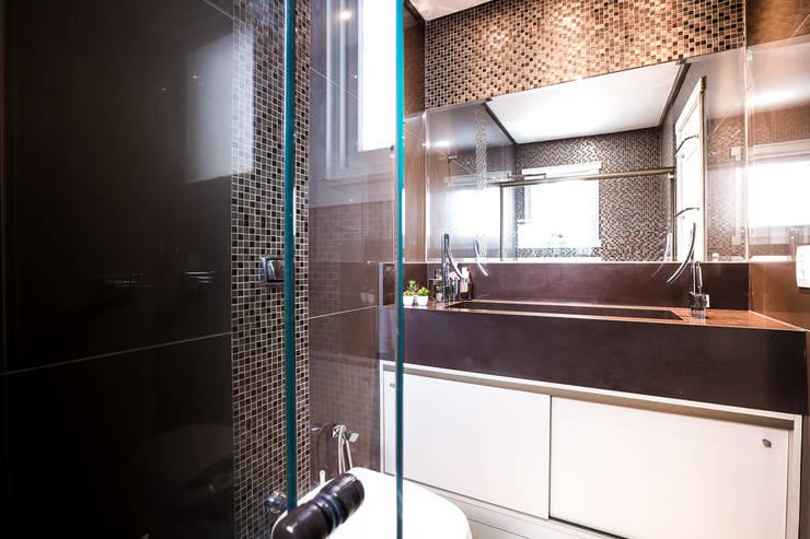 Banheiro Suíte : Banheiros  por Camila Chalon Arquitetura