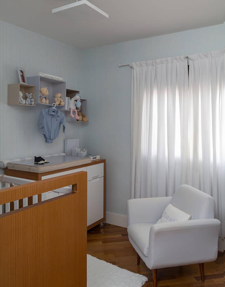 Apartamento RM: Quarto infantil  por Flavia Sa Arquitetura,
