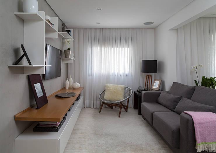 Apartamento RM: Salas de estar  por Flavia Sa Arquitetura,