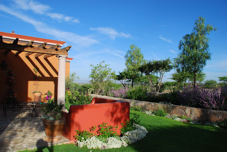Jardin Lateral: Jardines de estilo  por Terra
