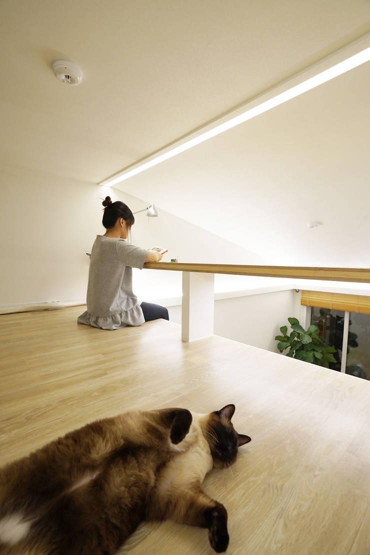 H 아파트 17평형 리모델링 ( 다락과 고양이): IDÉEAA _ 이데아키텍츠의  다이닝 룸