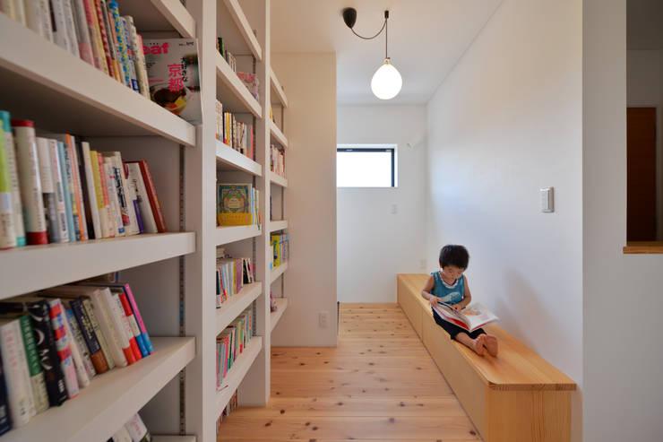 上新庄の家: haws建築設計事務所が手掛けた書斎です。,北欧 木 木目調