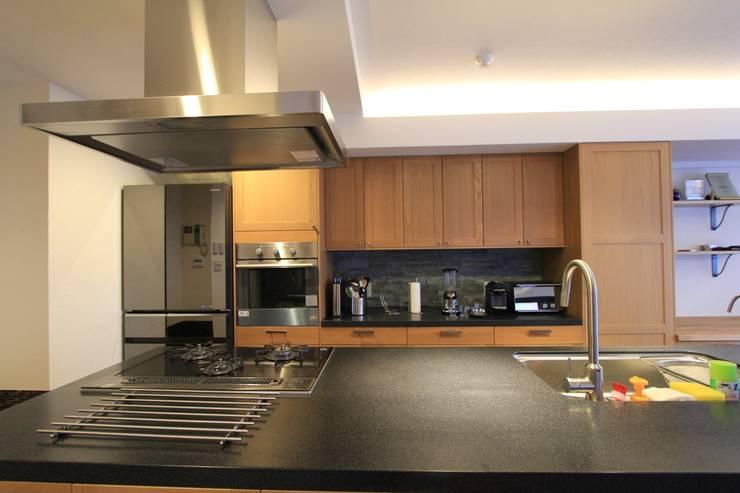 贅沢な大人の箱 I's home: 有限会社横田満康建築研究所が手掛けたキッチンです。