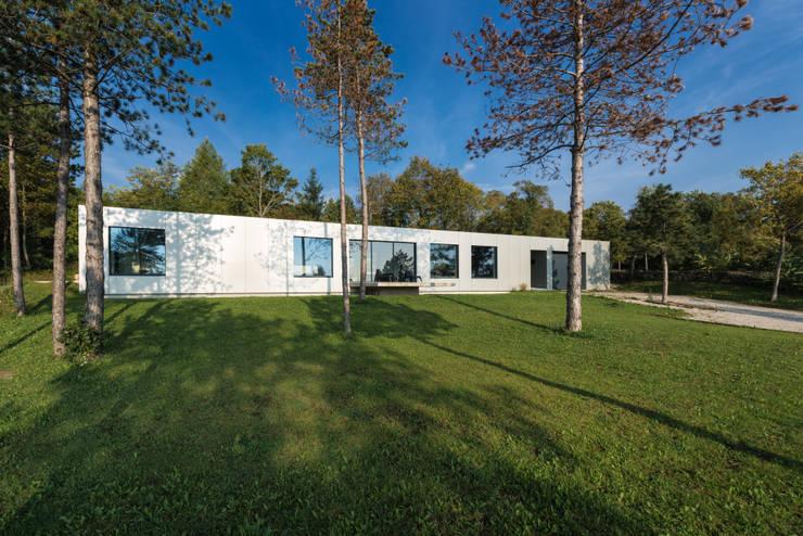 Hanglage:  Häuser von PLANET architects