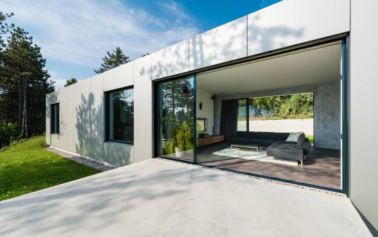 Terasse / Wohnbereich:  Terrasse von PLANET architects