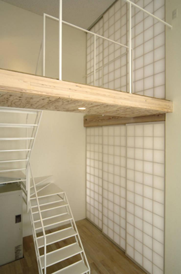 桂木の家: フクシアンドフクシ建築事務所が手掛けた廊下 & 玄関です。