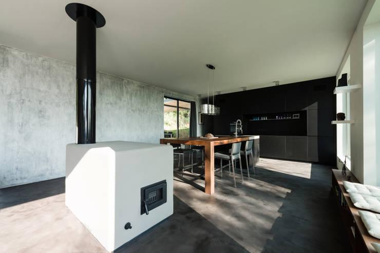 Wohnbereich:  Esszimmer von PLANET architects
