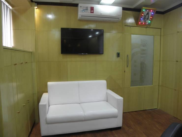 Reception:  Study/office by Designaddict