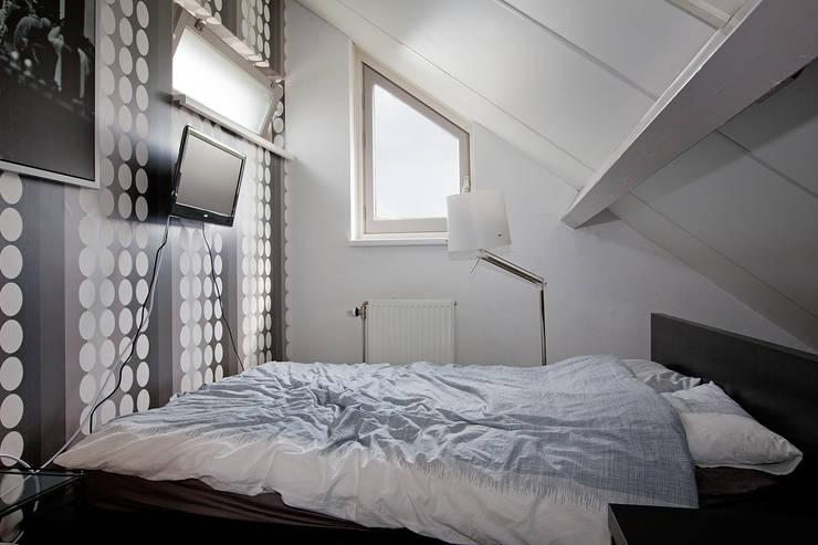 Zeewolde:  Slaapkamer door Hans Been Architecten BNA BV , Modern