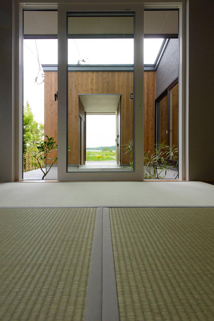 矢沢の家: フクシアンドフクシ建築事務所が手掛けた和室です。
