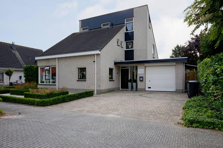 Zeewolde: moderne Huizen door Hans Been Architecten BNA BV