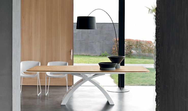 Dining room by MUEBLES OYAGA