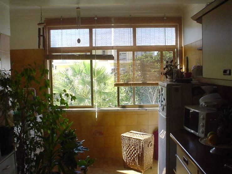 ANTES - cozinha: Cozinhas  por LUGAR VIVO, ARQUITECTURA, LDA