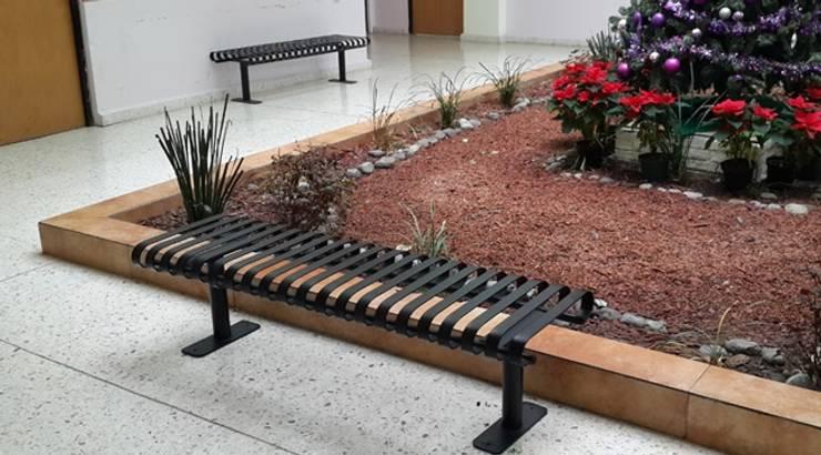 Escuela de enfermería del Hospital Christus Muguerza: Jardines de estilo  por Nacional de Bancas