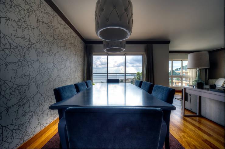 SALA DE JANTAR: Salas de jantar modernas por MARIA ILHARCO DE MOURA ARQUITETURA DE INTERIORES E DECORAÇÃO