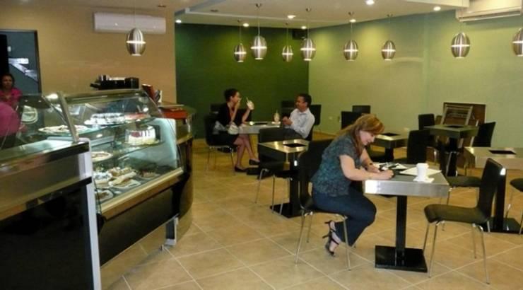 Delight Coffee House: Jardines de estilo  por Nacional de Bancas