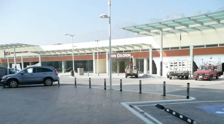 Plaza Nativa: Garajes de estilo  por Nacional de Bancas