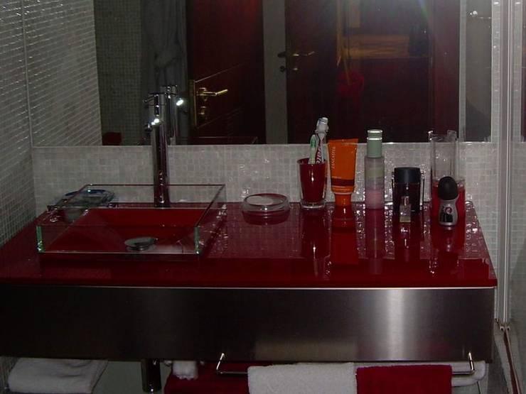 LAVATORIO: Casa de banho  por MARIA ILHARCO DE MOURA ARQUITETURA DE INTERIORES E DECORAÇÃO