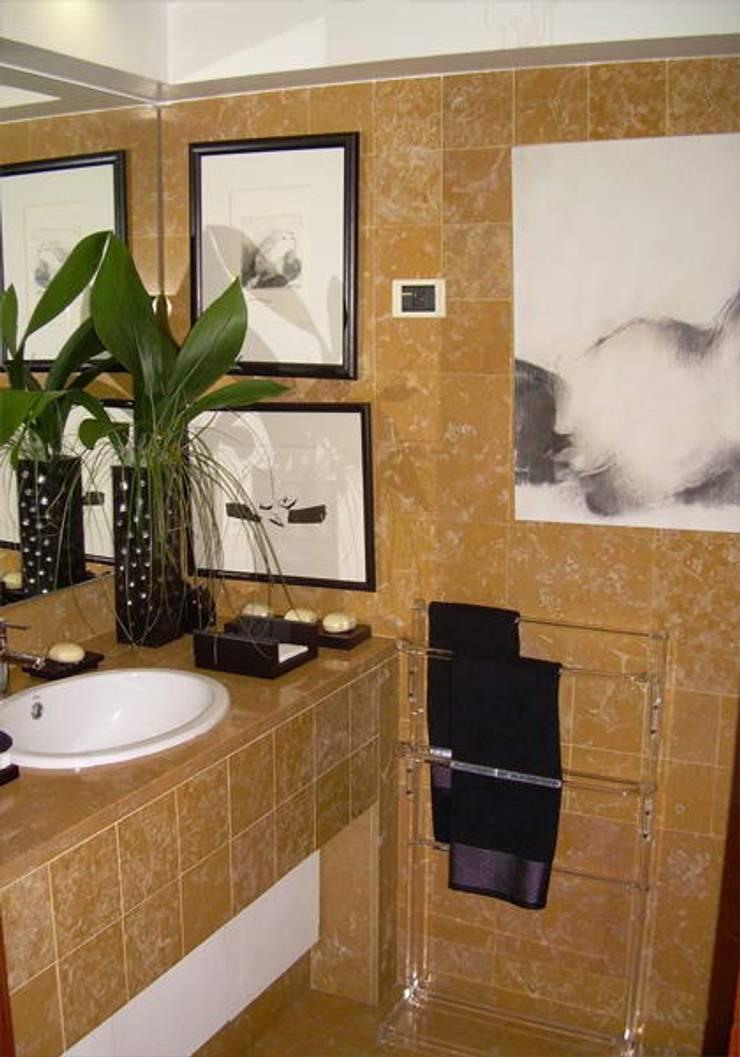 LAVABO SOCIAL: Casa de banho  por MARIA ILHARCO DE MOURA ARQUITETURA DE INTERIORES E DECORAÇÃO