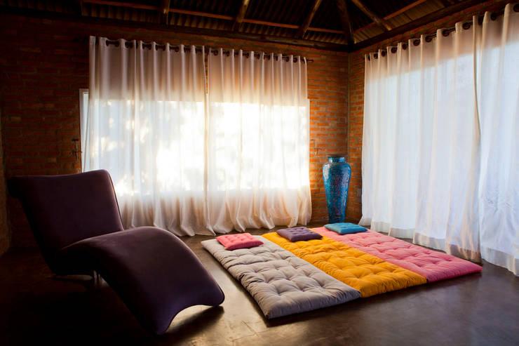 Casa de Campo Cabreúva: Spas campestres por Cactus Arquitetura e Urbanismo