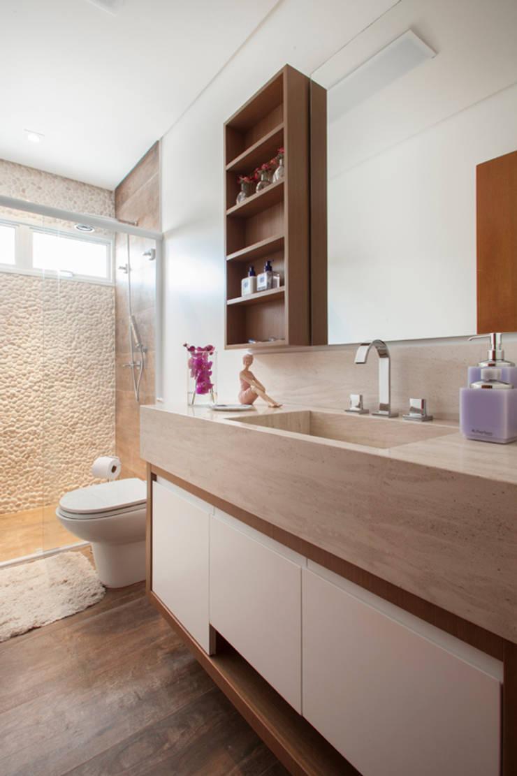 Banheiro - Proprietária: Banheiros  por Arquitetura 8 - Ana Spagnuolo & Marcos Ribeiro,Moderno