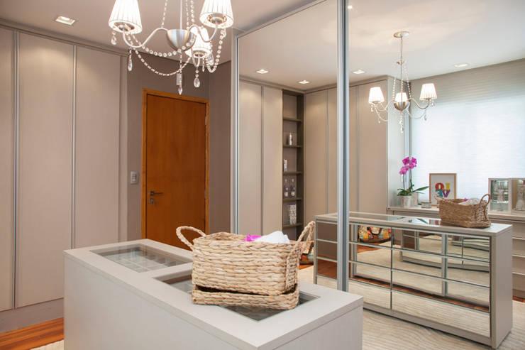 Vestidores y closets de estilo moderno por Arquitetura 8 - Ana Spagnuolo & Marcos Ribeiro