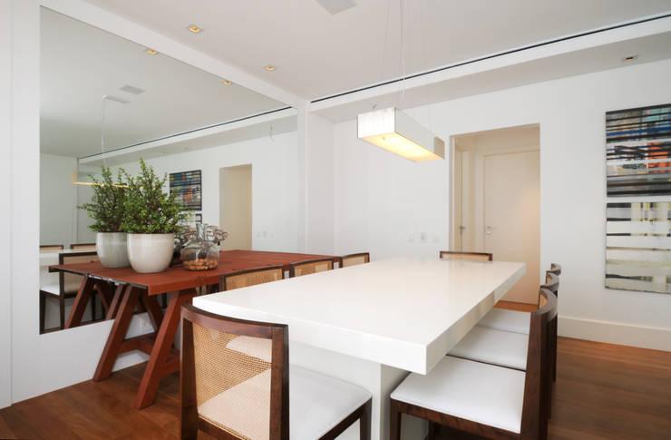 GENCONS: Salas de jantar  por Elaine Carvalho Arquitetura,