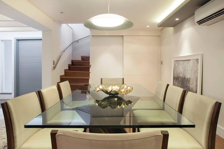 Sala de jantar: Salas de jantar  por Arquitetura 8 - Ana Spagnuolo & Marcos Ribeiro
