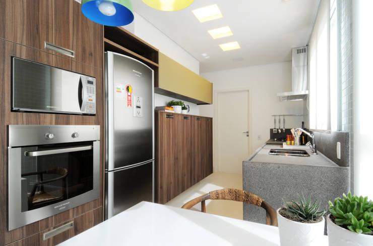 Kitchen by Elaine Carvalho Arquitetura