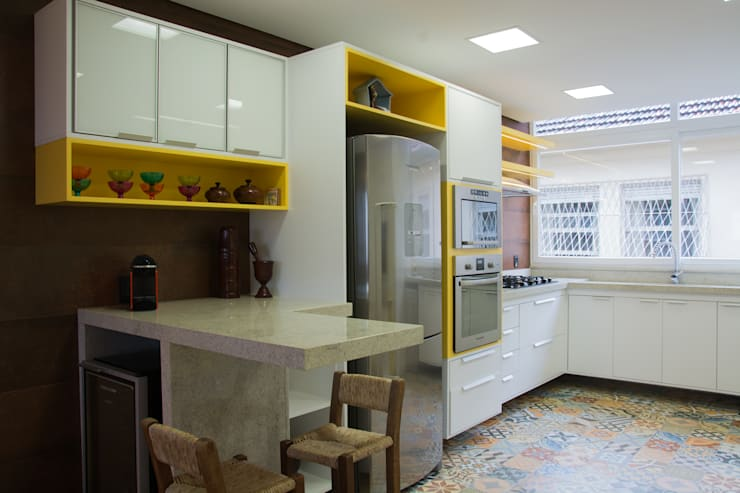modern Kitchen by HAPPY Arquitetura