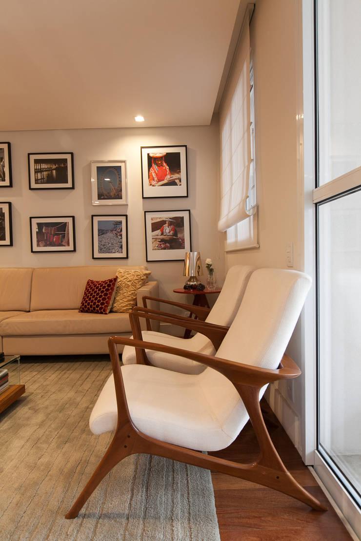 Apartamento Pinheiros : Salas de estar  por Arquitetura Juliana Fabrizzi
