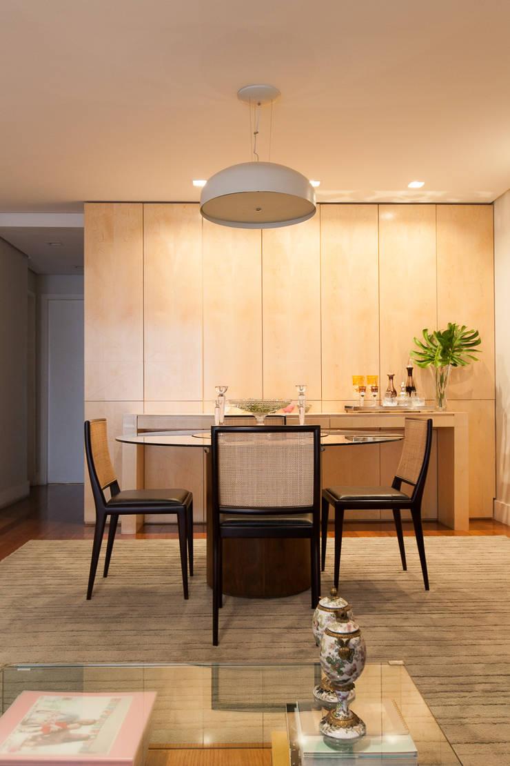 Apartamento Pinheiros : Salas de jantar  por Arquitetura Juliana Fabrizzi