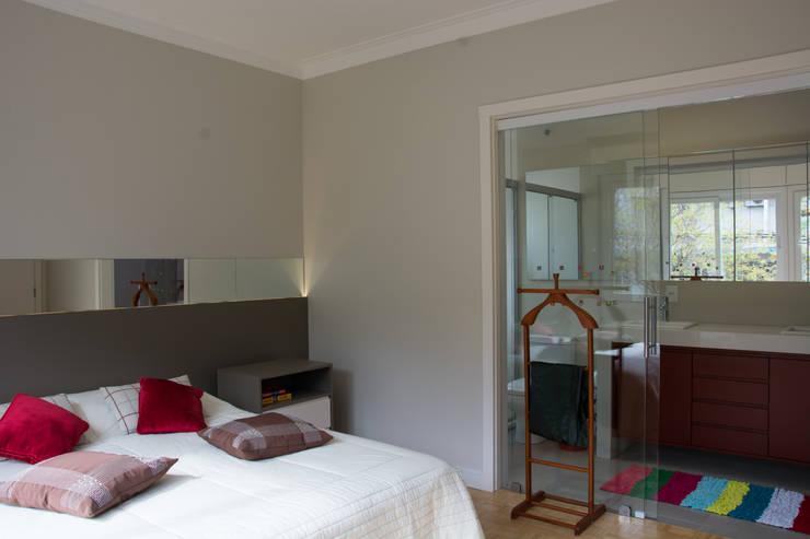 Projekty,  Sypialnia zaprojektowane przez HAPPY Arquitetura