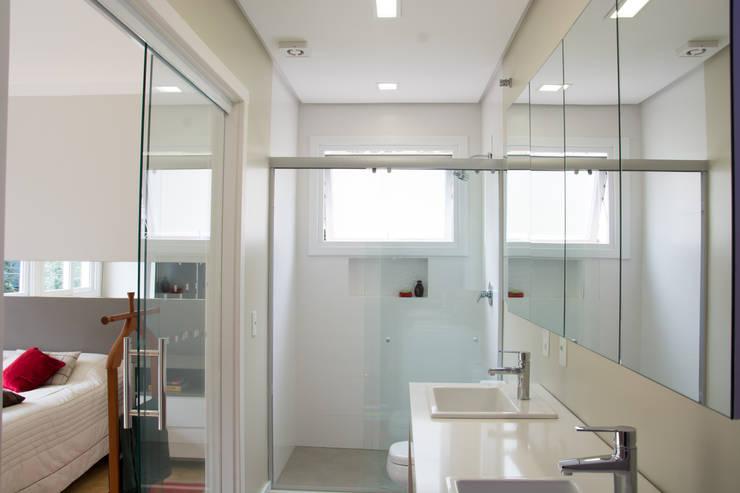 Depois Banho Suíte: Banheiros  por HAPPY Arquitetura