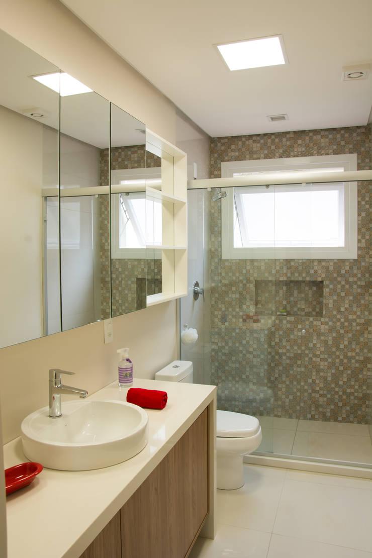 Depois Banho Social: Banheiros  por HAPPY Arquitetura