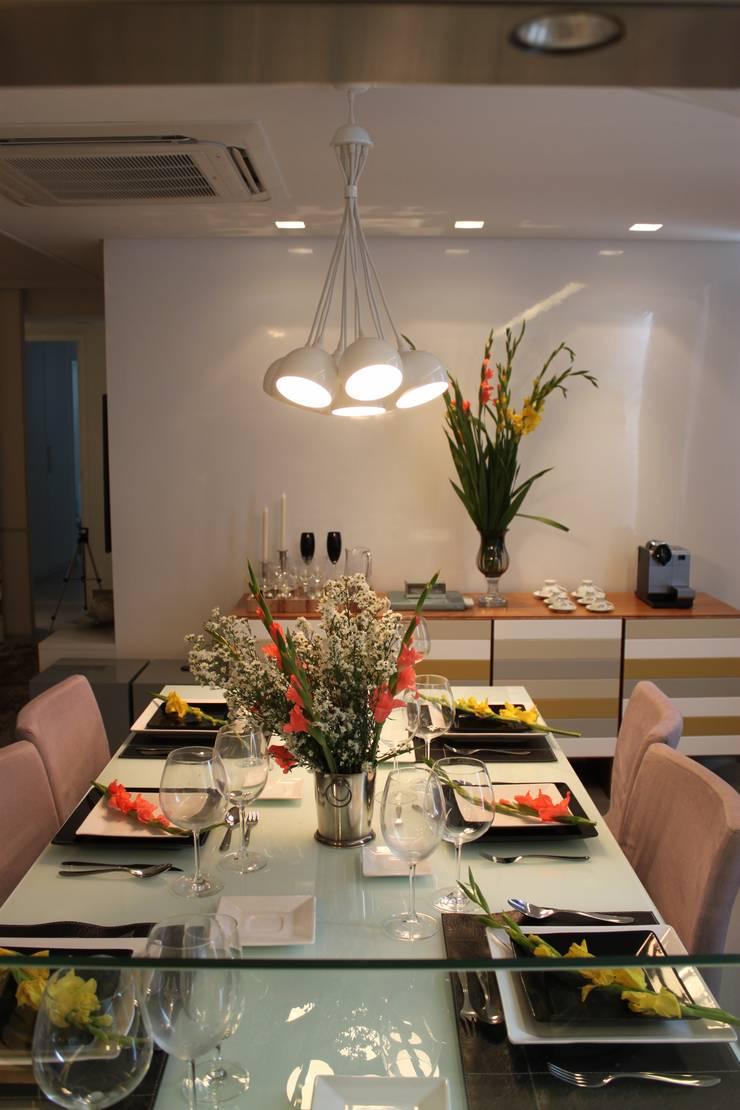 Apartamento em Boa Viagem com 100m²: Salas de jantar modernas por MA arquitetura