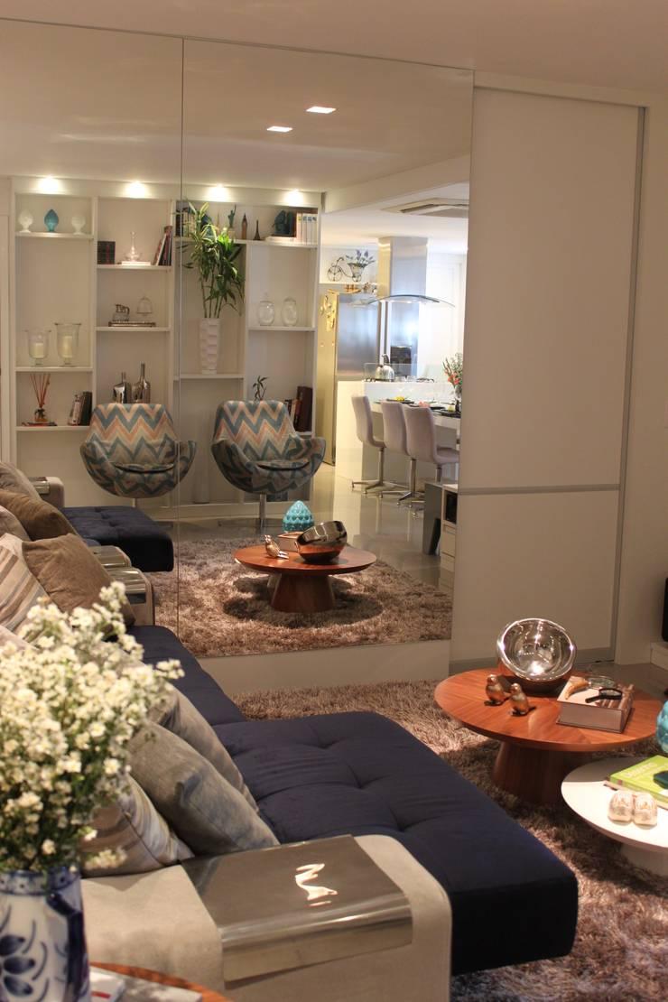 Apartamento em Boa Viagem com 100m²: Salas de estar modernas por MA arquitetura