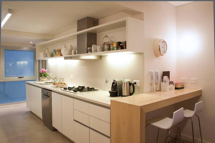 Piso en Palermo · Paula Herrero | Arquitectura: Cocinas de estilo  por Paula Herrero | Arquitectura