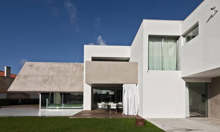 Casa Birre 3: Casas minimalistas por Areacor, Projectos e Interiores Lda