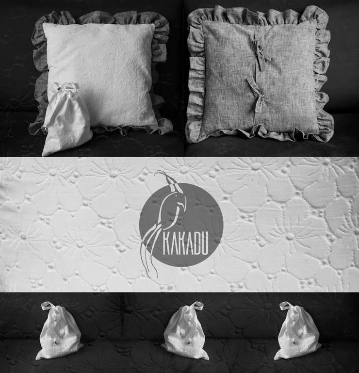 Rustykalna poduszka dekoracyjna z sakiewką: styl , w kategorii  zaprojektowany przez Styl i Wnętrze,Rustykalny Bawełna Czerwony