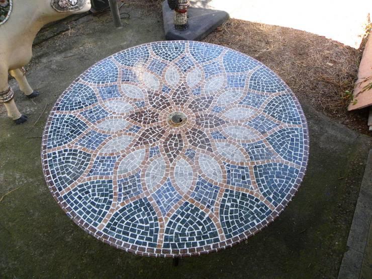 Mesas em Mosaico: Casa  por Mosaico Leonardo Posenato