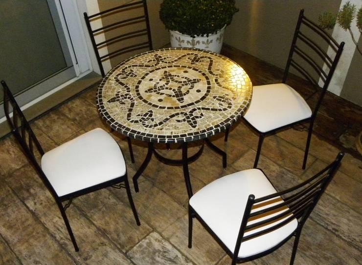 Mesas em Mosaico: Sala de estar  por Mosaico Leonardo Posenato