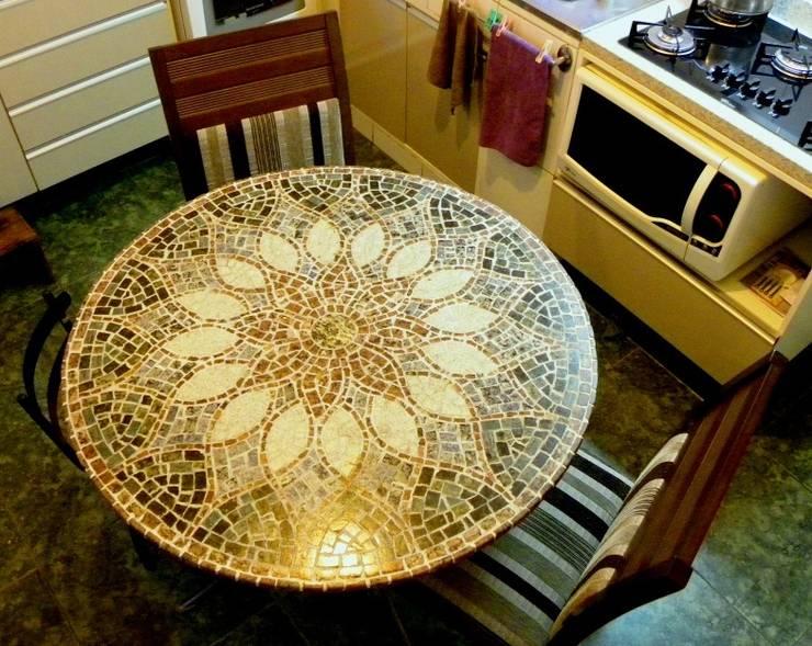 Mesas em Mosaico: Cozinha  por Mosaico Leonardo Posenato
